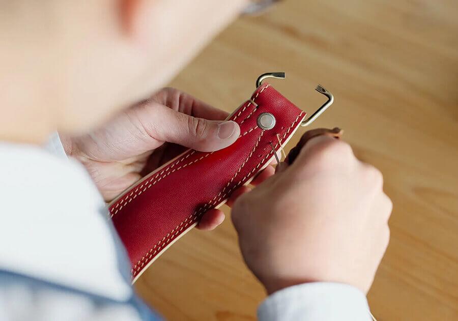 土屋鞄の手縫い技術